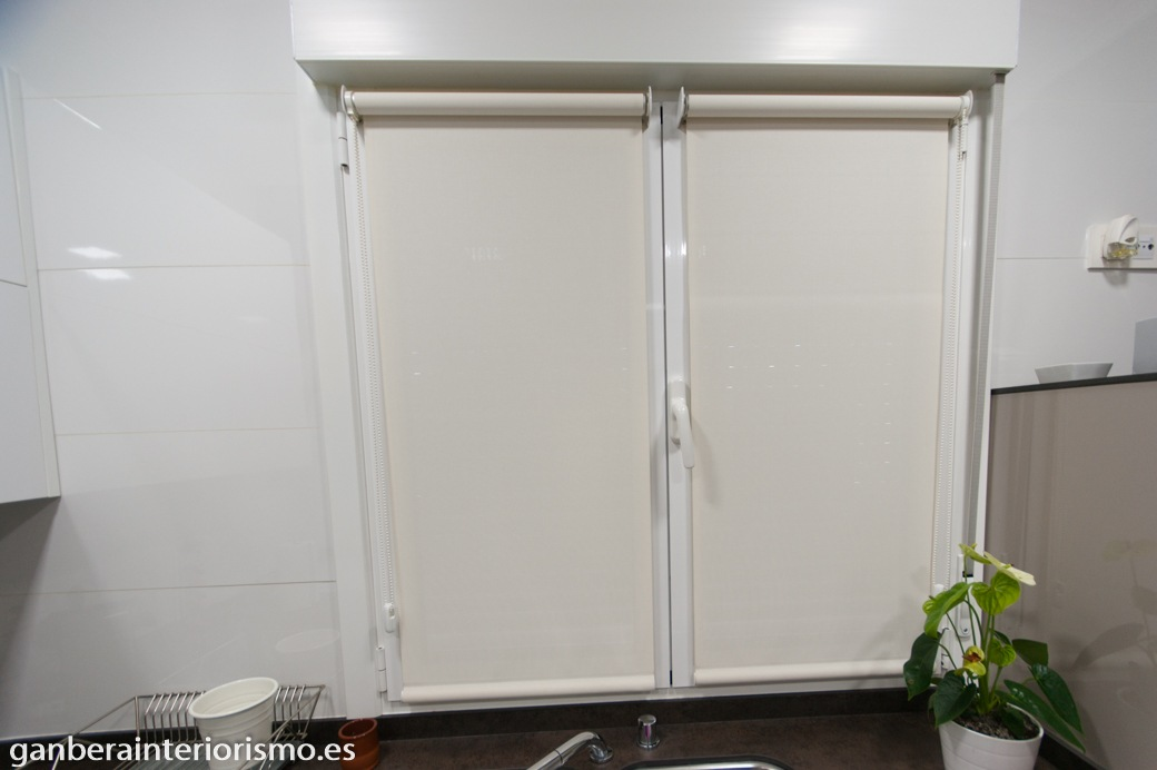Cortinas enrollables galer a im genes ganbera interiorismo - Comprar cortinas para cocina ...