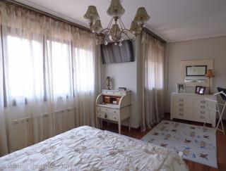 Dormitorio matrimonio clasico colores claros thumbnail